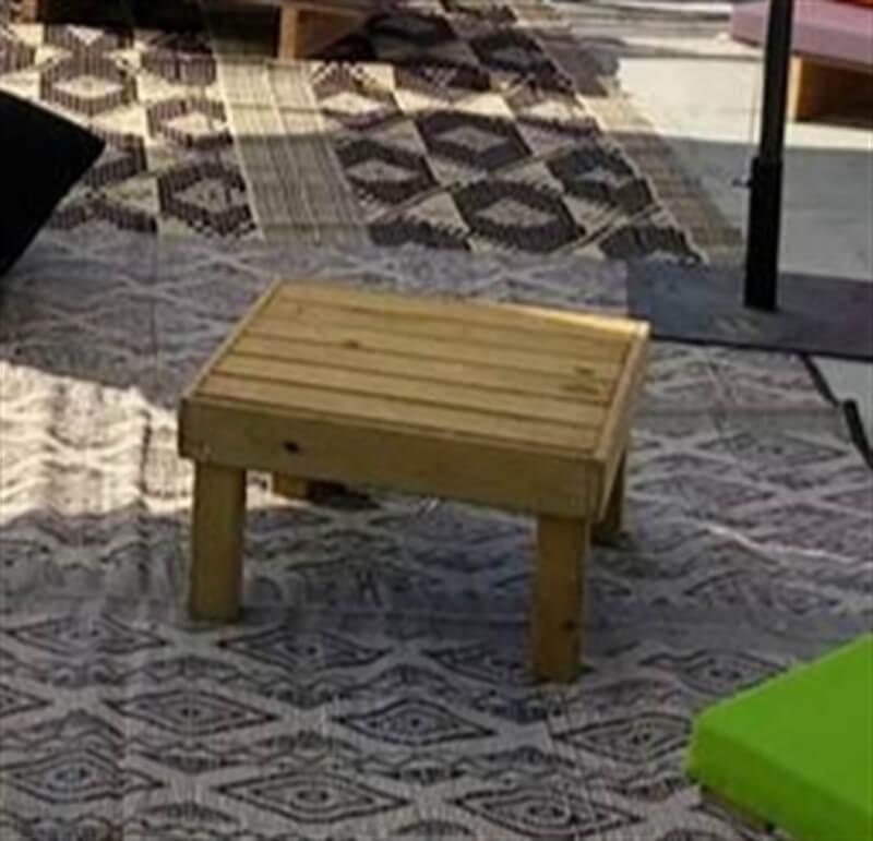 השכרת שולחן זולה נמוך מעץ