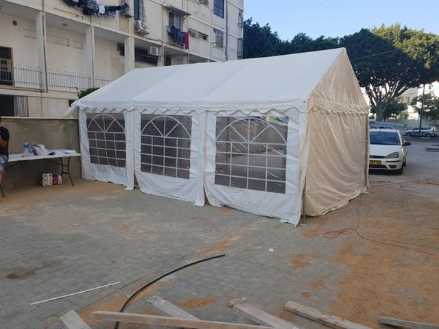 אוהל מקובע היטב לקרקע